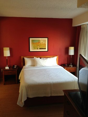 Residence Inn Newark Elizabeth/Liberty International Airport: Queen size bed