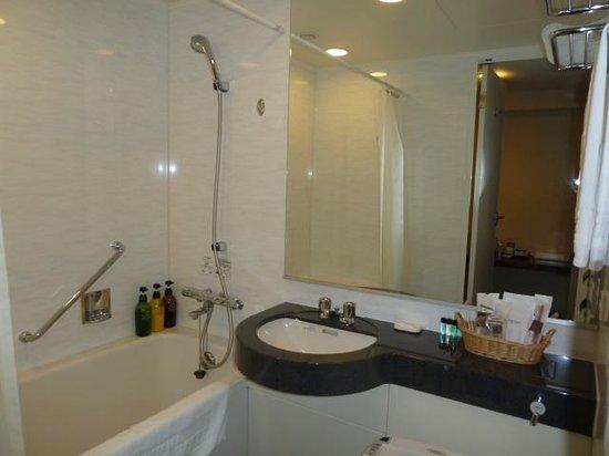 バスルームも広め 福山市、福山 ニューキャッスル ホテルの写真 トリップアドバイザー