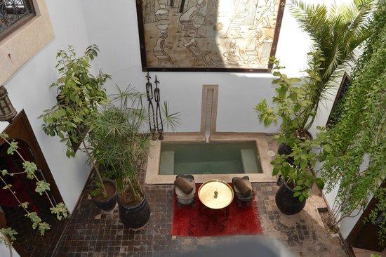 Riad Dar Zaman: Patio interior con piscina