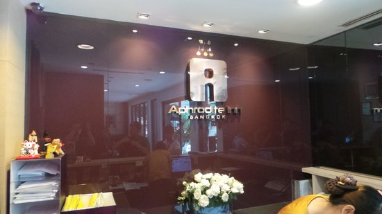 Aphrodite Inn Bangkok: Reception