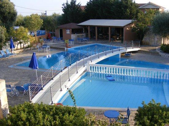 Olive Grove Studios/Apartments: the pool bar area
