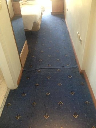 Congo Palace Hotel: The badly fitted carpet