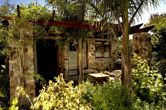 Braeview Guest House: The Stone Cottage Private Patio & Braai area