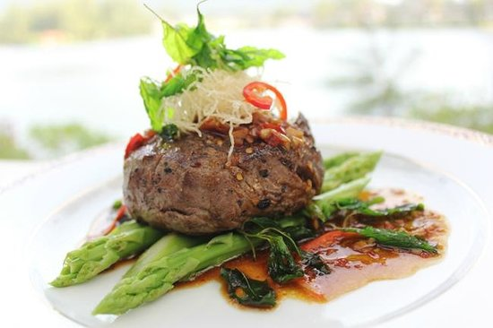 Ruen Thai: Stir Fried Tenderloin Beef with Hot Basil