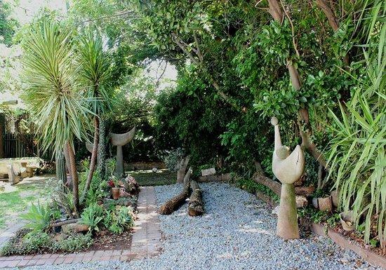 Lotus Bed and Breakfast: Garden area