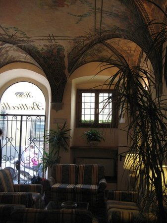 Botticelli Hotel: The hall.