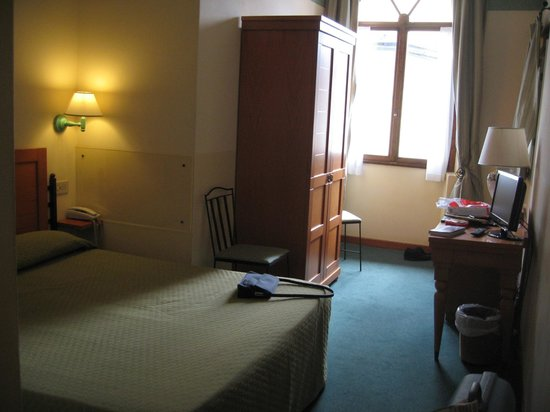Botticelli Hotel: Our room (201), quite nice.