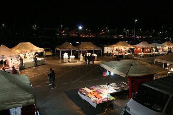 La Vecchia Fonte Hotel : Evening craft market in front of hotel