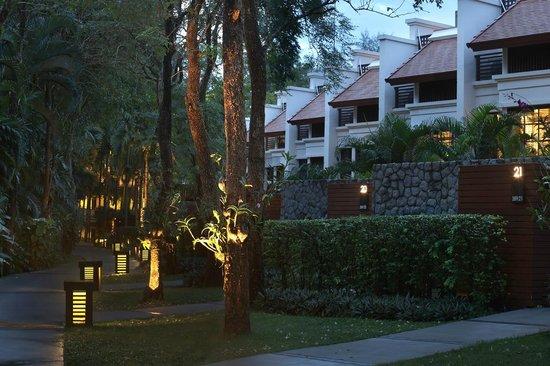The Pool Villas at Dusit Thani Laguna Phuket: Outside at Night
