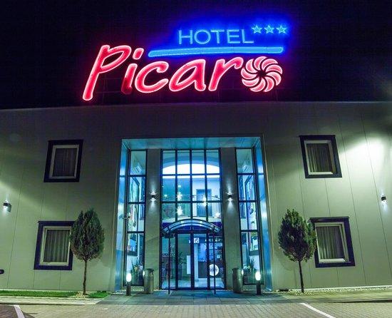 Hotel Picaro - Kraśnik Dolny: Hotel by Night