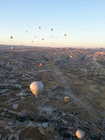 Vineyard Cave Hotel: Grab a balloon tour - Osman can help to arrange!