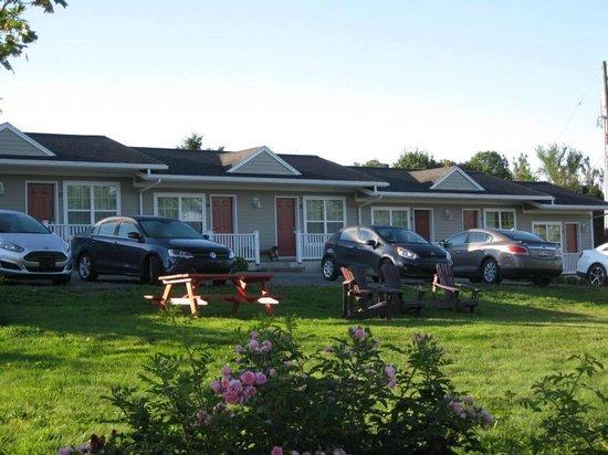 Evangeline Inn & Motel Inc. : The Motel