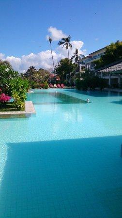 Peninsula Bay Resort: BIG pool