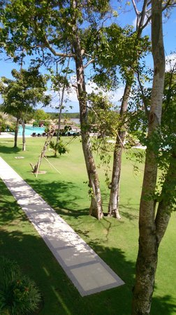 Peninsula Bay Resort: From the end apartment block back to the main pool