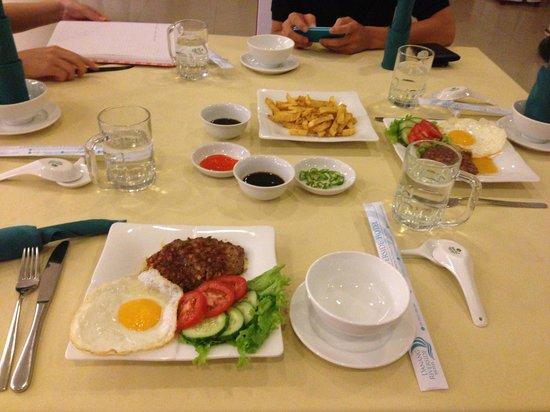 Danang Riverside Hotel: Food for the night