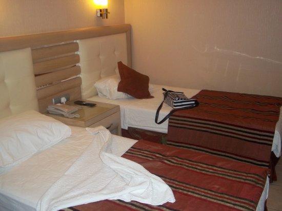 Candan Club Hotel: bed room