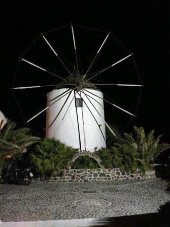 Milos Villas: esterno con mulino