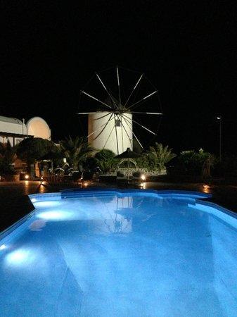 Milos Villas: mulino e piscina
