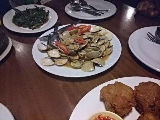 Pondok Laguna: White Clams, great with rice