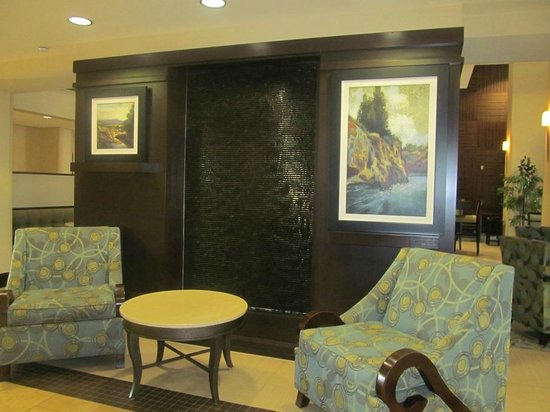 Hampton Inn & Suites Moreno Valley : Lobby sitting area