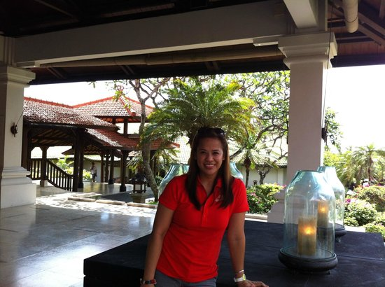Grand Hyatt Bali: The Main Lobby of the Hotel, from here you can see the Beach and it was a breathtaking view.