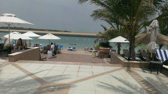 Al Raha Beach Hotel: это весь пляж