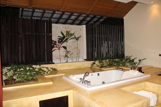 Kirikayan Luxury Pool Villas & Spa: bathroom