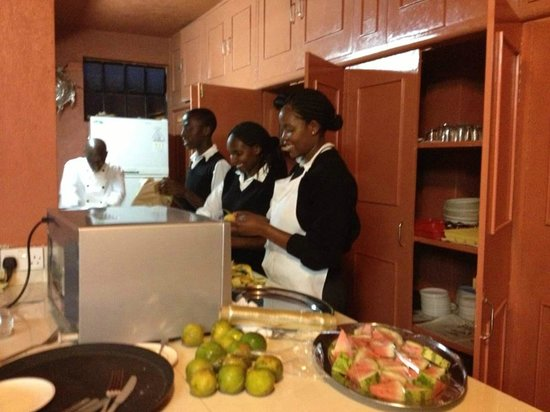 Ikweta Country Inn: Kitchen preparations