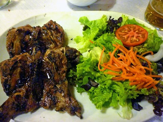 Son Bascos: Hauptgang - Wachteln vom Grill (Salat)