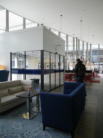 Hampton by Hilton Amsterdam / Arena Boulevard: le hall de l'hôtel