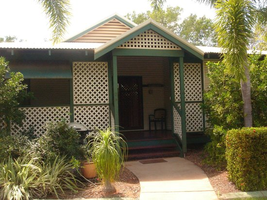 Cocos Beach Bungalows: Front of bungalow