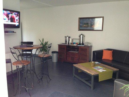 Smartappart Cherbourg : Espace petit déjeuner avec café et thé gratuit