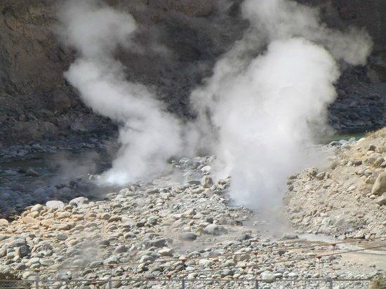 Kuntur Wassi: in de Colca Canyon  bij Liahuar de geisers