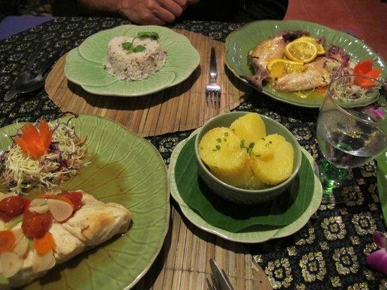Hin Lek Fai Restaurant: Food