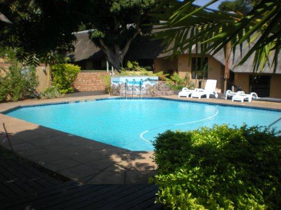 AmaZulu Lodge: The pool area