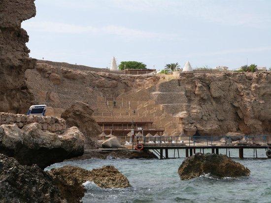 Dreams Beach Resort: Steps down to the beach