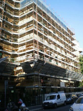 Palma Residence: The exterior of the hotel with scaffolding