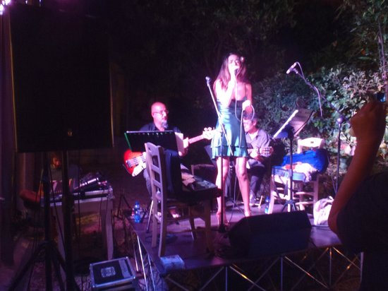 Le Bar a Vins: stasera musica.....