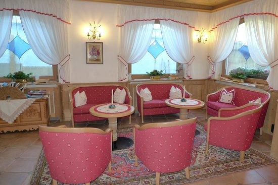 Hotel Rodella: Urgemütlich - der Eingangsbereich