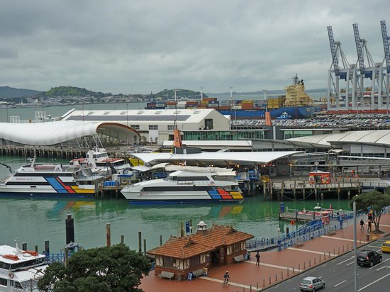Copthorne Hotel Auckland HarbourCity: View from the room of the Quay