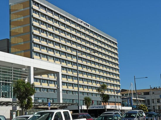 Copthorne Hotel Auckland HarbourCity: Hotel from across the road