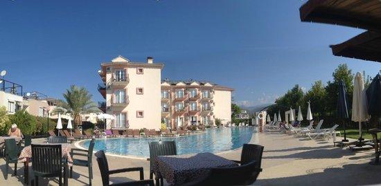 Hotel Pelin: zwembad pelin