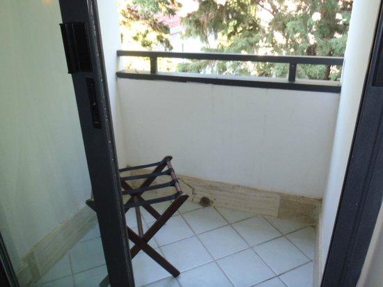 Paistos Hotel: Balkon eines der Zimmer