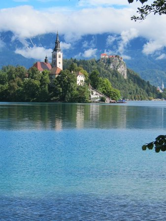 Penzion Berc: Lake Bled - walk the lake path