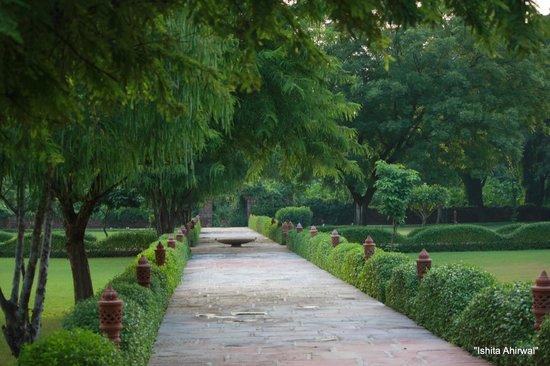 Hotel Raj Niwas Palace: Quiet serene pathways to enjoy one's walk