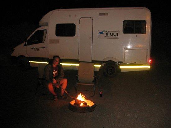 Quivertree Forest and Giant's Playground: Am Abend an der Feuerschale