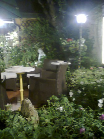 antica trattoria al gallo: giardino interno