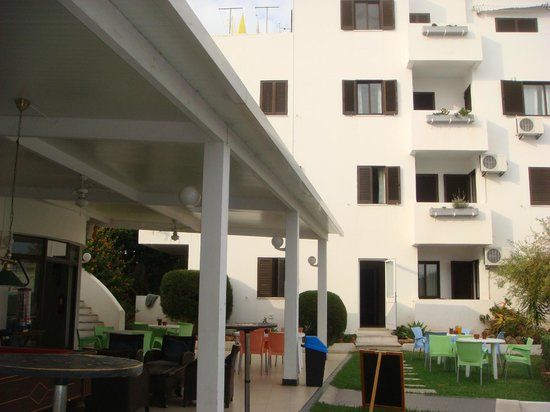 Lageado Sol: View of apartments from outside bar area