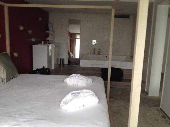 Best Western Plus Rotterdam Airport Hotel : slaap gedeelte van de bruid suite