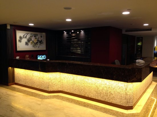 VIP Hotel: Front Desk at Night